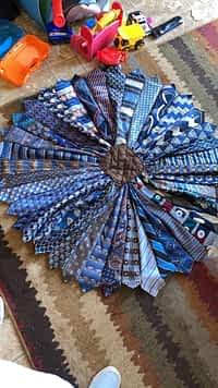 Tie table cloth